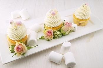 bakingカップケーキと薔薇2.jpg