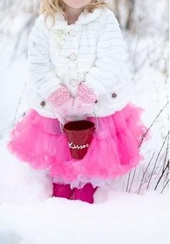 little-girl-雪とピンク色2.jpg