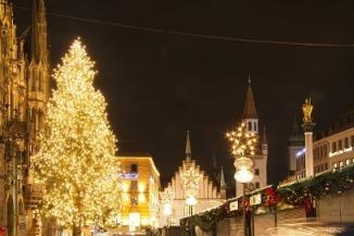 town hall 金色のクリスマスツリー.jpg